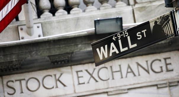 Wall Street utcatábla a tőzsde épülete előtt | Forex világ - Choose Forex